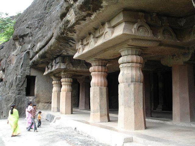 800px-Aurangabad_-_Ajanta_Caves_%2857%29.JPG