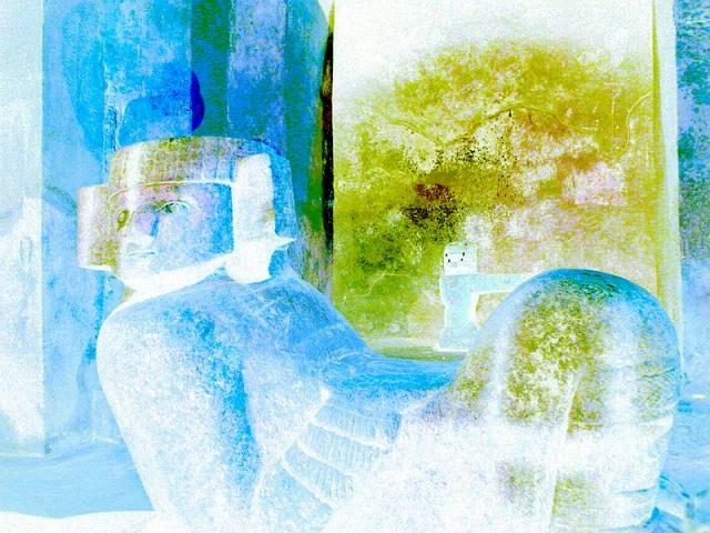 800px-Chac_Mool_dentro_del_templo_de_Kukulk%25C3%25A1n+copia.jpg
