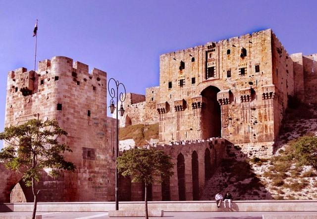 800px-Aleppo_Citadel_04.jpg