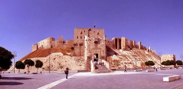 800px-Citadel_of_Aleppo.jpg