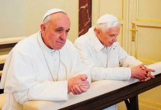 Francisco-Benedicto-XVI-Castelgandolfo-AFP_LRZIMA20130323_0090_11.jpg
