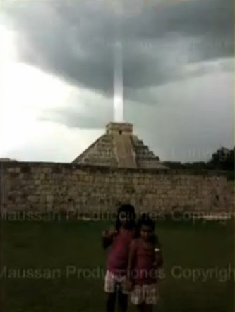 d3e57-rayo-de-luz-piramide-chichen-itza